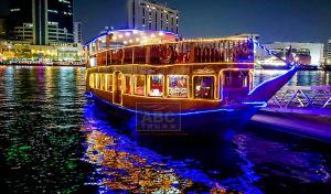 Dhow hajóvacsora a Dubai csatornában